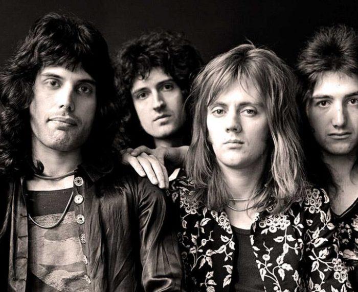 Queen resize 1 810x553 700x570 - Músicas