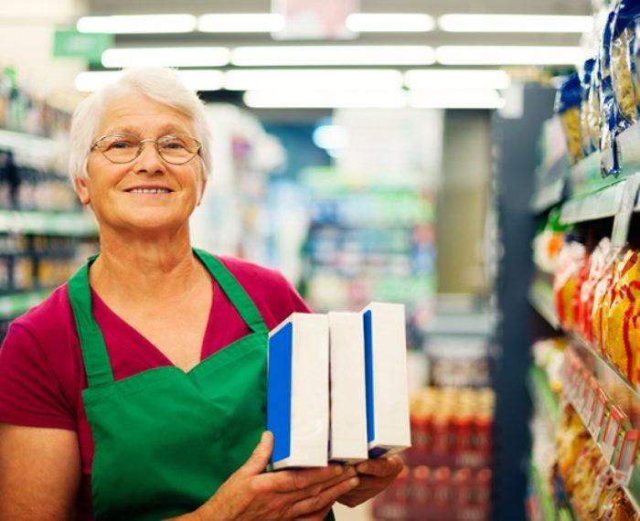 1 idosa trabalhando supermercado 1 700x570 - Good Vibes